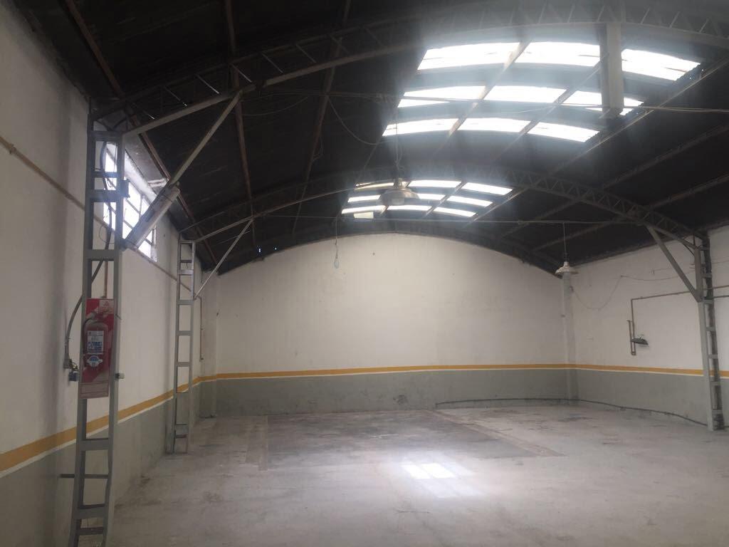 Galpon de 300m2  ubicado Br Belgrano, ideal oficina o deposito