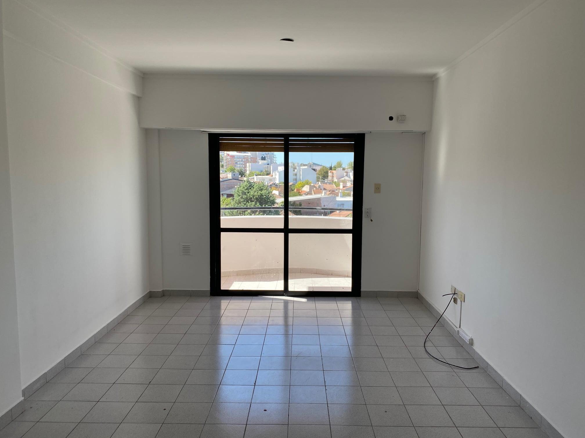 Departamento de 1 dormitorio en Venta, con cochera, Br Santa Genoveva .