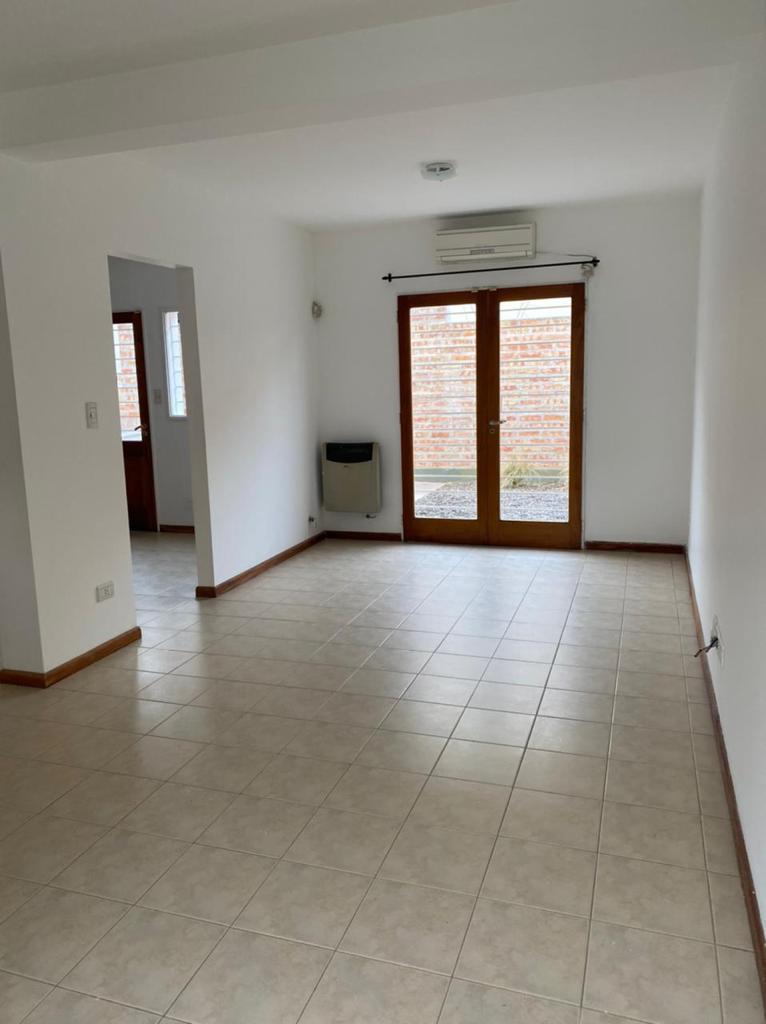 Duplex de 3 dormitorios en Venta   Complejo Pringles, Interno