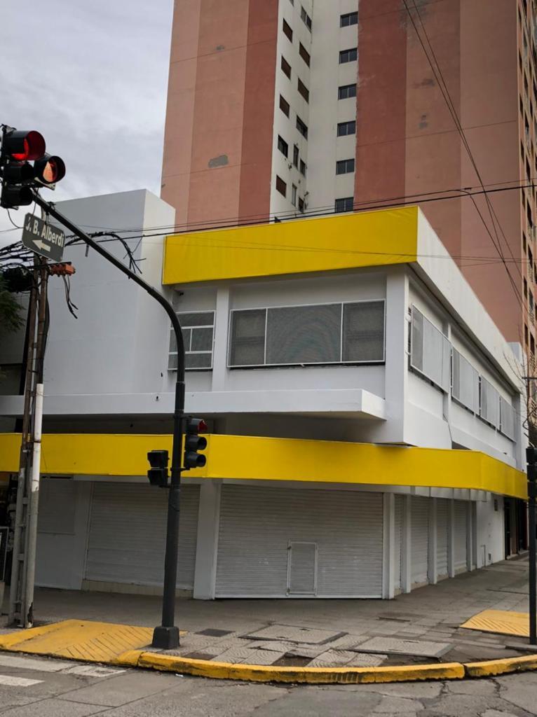 Excepcional Local Comercial de  400 m2 Microcentro de Neuquén
