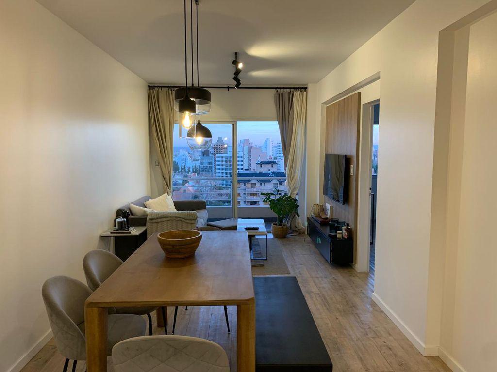 Departamento en venta remodelado con estilo moderno 2 dormitorios con cochera